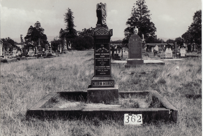 Historic picture of Makaraka cemetery, block MKG, plot 362.