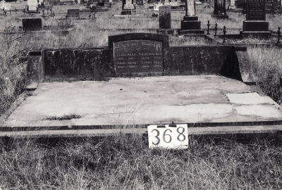 Historic picture of Makaraka cemetery, block MKG, plot 368.