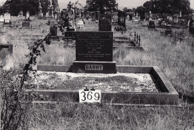 Historic picture of Makaraka cemetery, block MKG, plot 369.