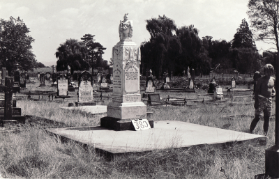 Historic picture of Makaraka cemetery, block MKG, plot 380.
