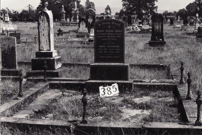 Historic picture of Makaraka cemetery, block MKG, plot 385.