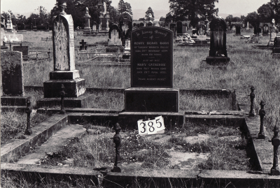 Historic picture of Makaraka cemetery, block MKG, plot 385.