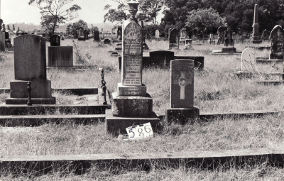 Historic picture of Makaraka cemetery, block MKG, plot 386.