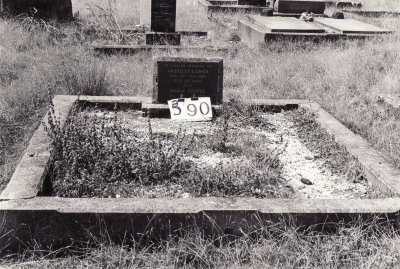 Historic picture of Makaraka cemetery, block MKG, plot 390.