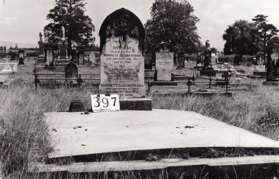 Historic picture of Makaraka cemetery, block MKG, plot 397.