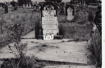 Historic picture of Makaraka cemetery, block MKG, plot 491.
