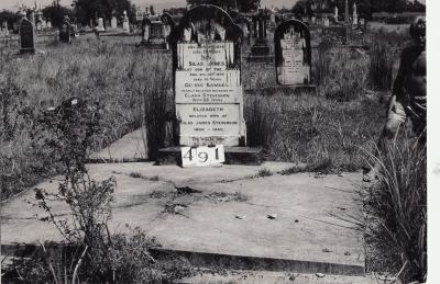 Historic picture of Makaraka cemetery, block MKG, plot 491.