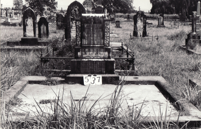 Historic picture of Makaraka cemetery, block MKG, plot 537.