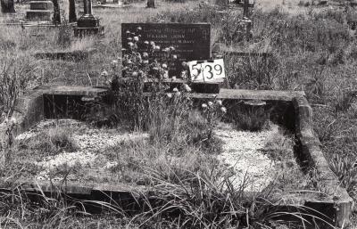 Historic picture of Makaraka cemetery, block MKG, plot 539.