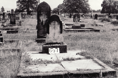 Historic picture of Makaraka cemetery, block MKG, plot 691.