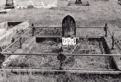 Historic picture of Makaraka cemetery, block MKG, plot 694.