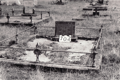 Historic picture of Makaraka cemetery, block MKG, plot 702.