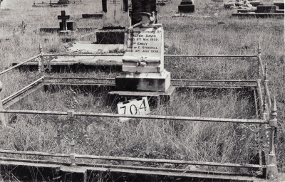 Historic picture of Makaraka cemetery, block MKG, plot 704.
