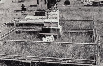 Historic picture of Makaraka cemetery, block MKG, plot 704.