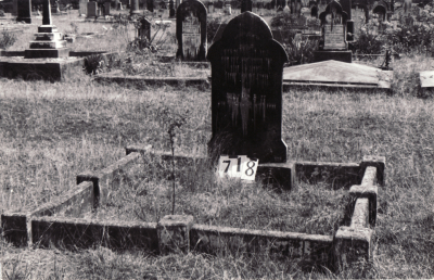 Historic picture of Makaraka cemetery, block MKG, plot 718.