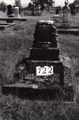 Historic picture of Makaraka cemetery, block MKG, plot 722.