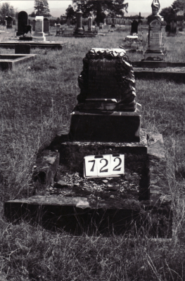 Historic picture of Makaraka cemetery, block MKG, plot 722.