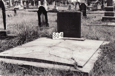 Historic picture of Makaraka cemetery, block MKG, plot 804.