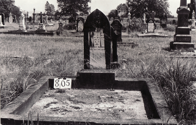 Historic picture of Makaraka cemetery, block MKG, plot 805.