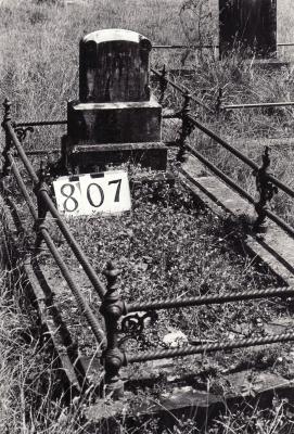 Historic picture of Makaraka cemetery, block MKG, plot 807.