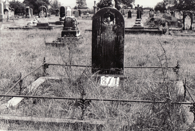 Historic picture of Makaraka cemetery, block MKG, plot 811.