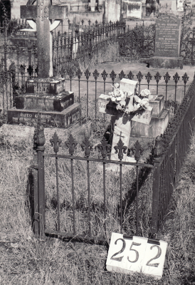 Historic picture of Makaraka cemetery, block MKH, plot 252.