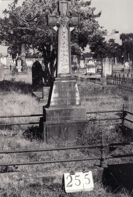 Historic picture of Makaraka cemetery, block MKH, plot 255.