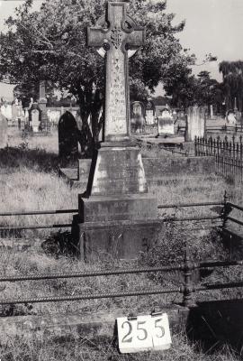 Historic picture of Makaraka cemetery, block MKH, plot 255.