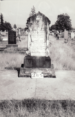 Historic picture of Makaraka cemetery, block MKH, plot 285.