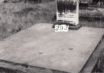 Historic picture of Makaraka cemetery, block MKH, plot 292.
