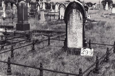Historic picture of Makaraka cemetery, block MKH, plot 299.