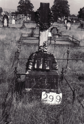 Historic picture of Makaraka cemetery, block MKH, plot 300A.