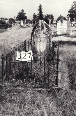 Historic picture of Makaraka cemetery, block MKH, plot 327.