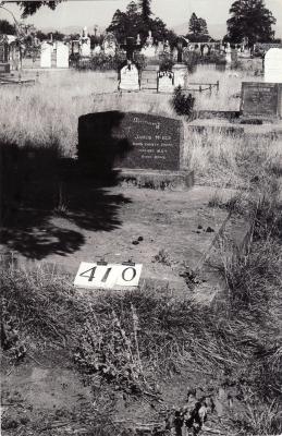 Historic picture of Makaraka cemetery, block MKH, plot 410.