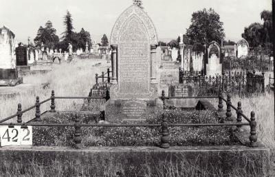 Historic picture of Makaraka cemetery, block MKH, plot 422.