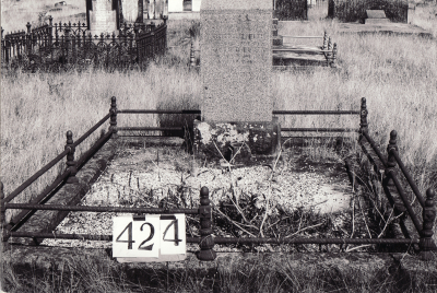 Historic picture of Makaraka cemetery, block MKH, plot 424.