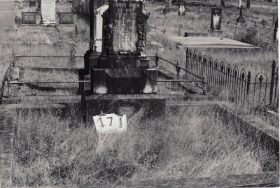 Historic picture of Makaraka cemetery, block MKH, plot 471A.