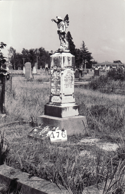 Historic picture of Makaraka cemetery, block MKH, plot 476.