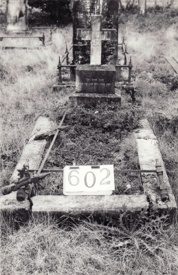 Historic picture of Makaraka cemetery, block MKI, plot 602.