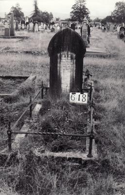 Historic picture of Makaraka cemetery, block MKI, plot 618B.