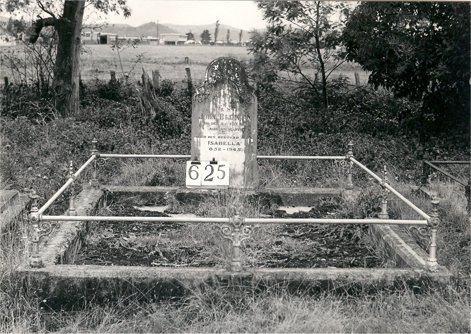 Historic picture of Makaraka cemetery, block MKI, plot 625.
