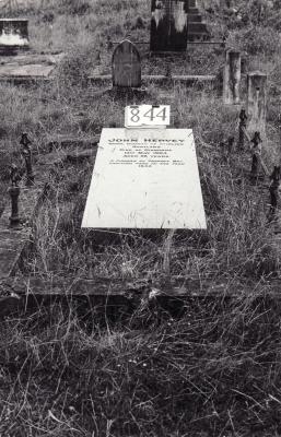 Historic picture of Makaraka cemetery, block MKI, plot 844.