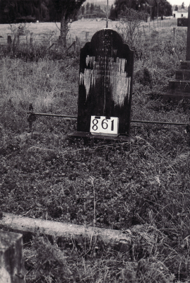 Historic picture of Makaraka cemetery, block MKI, plot 861.