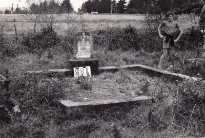 Historic picture of Makaraka cemetery, block MKI, plot 881.