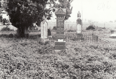 Historic picture of Makaraka cemetery, block MKJ, plot 846.