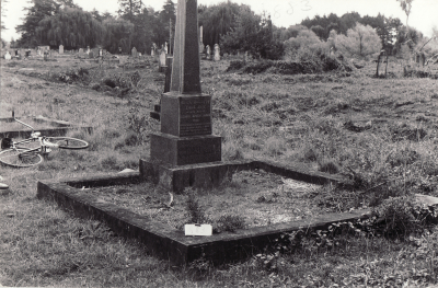 Historic picture of Makaraka cemetery, block MKK, plot 883.