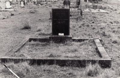 Historic picture of Makaraka cemetery, block MKK, plot 889.