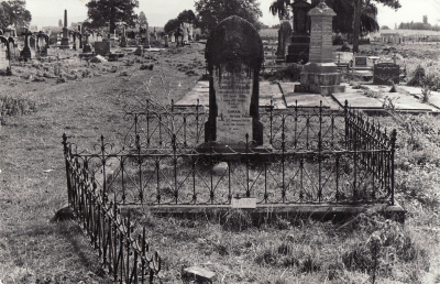 Historic picture of Makaraka cemetery, block MKK, plot 900.