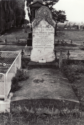 Historic picture of Makaraka cemetery, block MKL/JEW, plot 1.