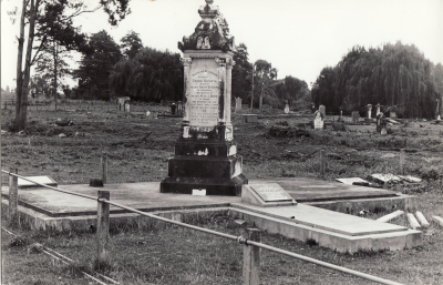 Historic picture of Makaraka cemetery, block MKL/JEW, plot 3.